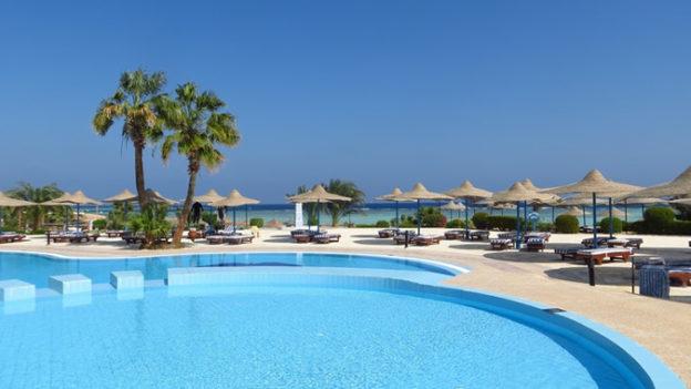 beach-villa-vacation-pool-swimming-pool-lagoon